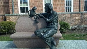 A_Statue_of_Jim_Henson_and_Kermit_the_Frog_from_The_Muppets
